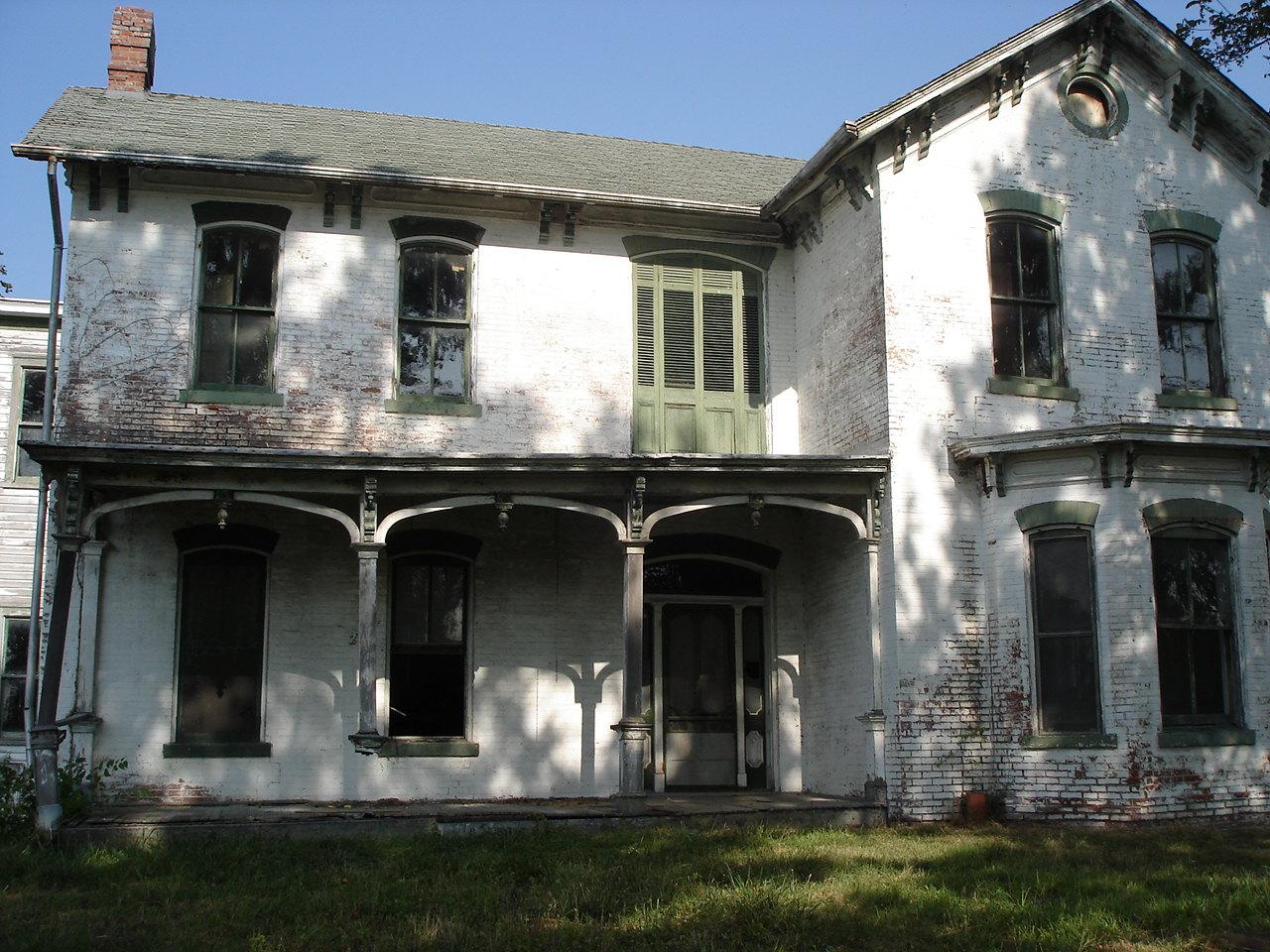 Abandoned Farmhouse in Shiloh Illinois
